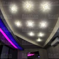 матовый потолок с многоуровневой конструкцией