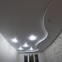 фактурный криволинейный натяжной потолок