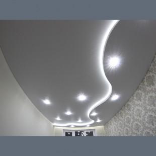 Двухуровневый потолок Белая глактика с криволинейной конструкцией и подсветкой