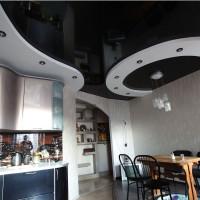 Криволинейный потолок на кухне