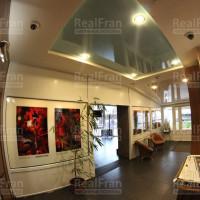 глянцевые натяжные потолки фото