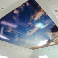 натяжной потолок с фото печатью  голубое небо в облаках