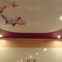 натяжной потолок с фото печатью бабочки