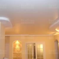 сатиновый потолок с нестандартным вырезом