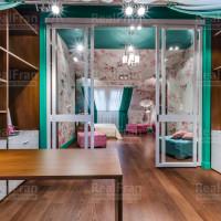 текстильный сатиновый потолок со спот освещением