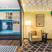 натяжной потолок сатин с 3D зал с комнатой
