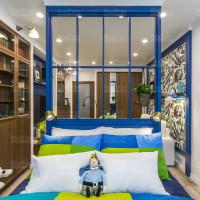 спальная комната с натяжным  матовым потолком