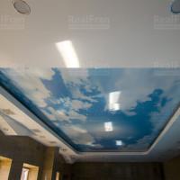 Двухуровневый натяжной потолок Облака в бассейн