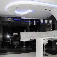 Натяжной потолок фигурный с подсветкой на кухню