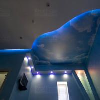 Натяжной потолок с облаками и с подсветкой