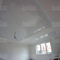 Комбинированный двухуровневый белый натяжной потолок