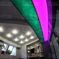 Многоуровневый натяжной потолок с радужной подсветкой