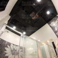 потолок черный глянец в ванной комнате