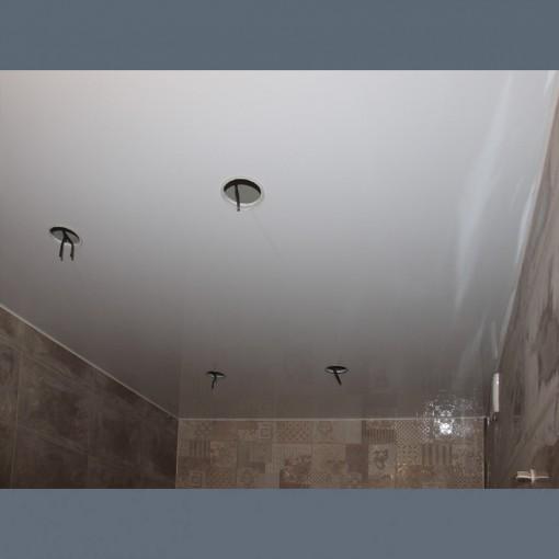 Глянцевые натяжные потолки в ванную с установкой 1м2