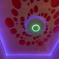 Резной натяжной потолок с RGB подсветкой фото