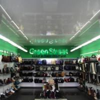 Глянцевый натяжной потолок в магазине обуви