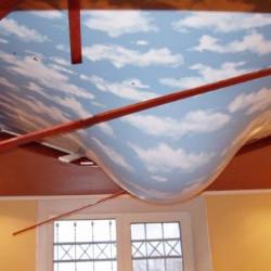 Что делать с натяжным потолком, если квартиру затопили соседи сверху