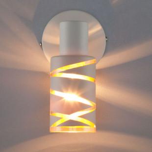 Настенный светильник с выключателем 20085/1 белый