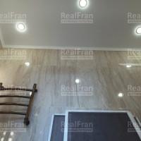Сатиновая ванна со светильниками