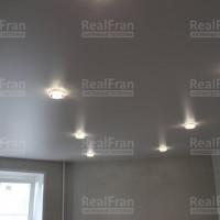 Классический белый сатиновый потолок