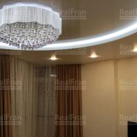 двухуровневый круглый натяжной потолок с подсветкой