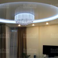 круглый двухуровневый натяжной потолок с подсветкой