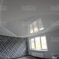 Глянцевый-матовый натяжной потолок в спальню