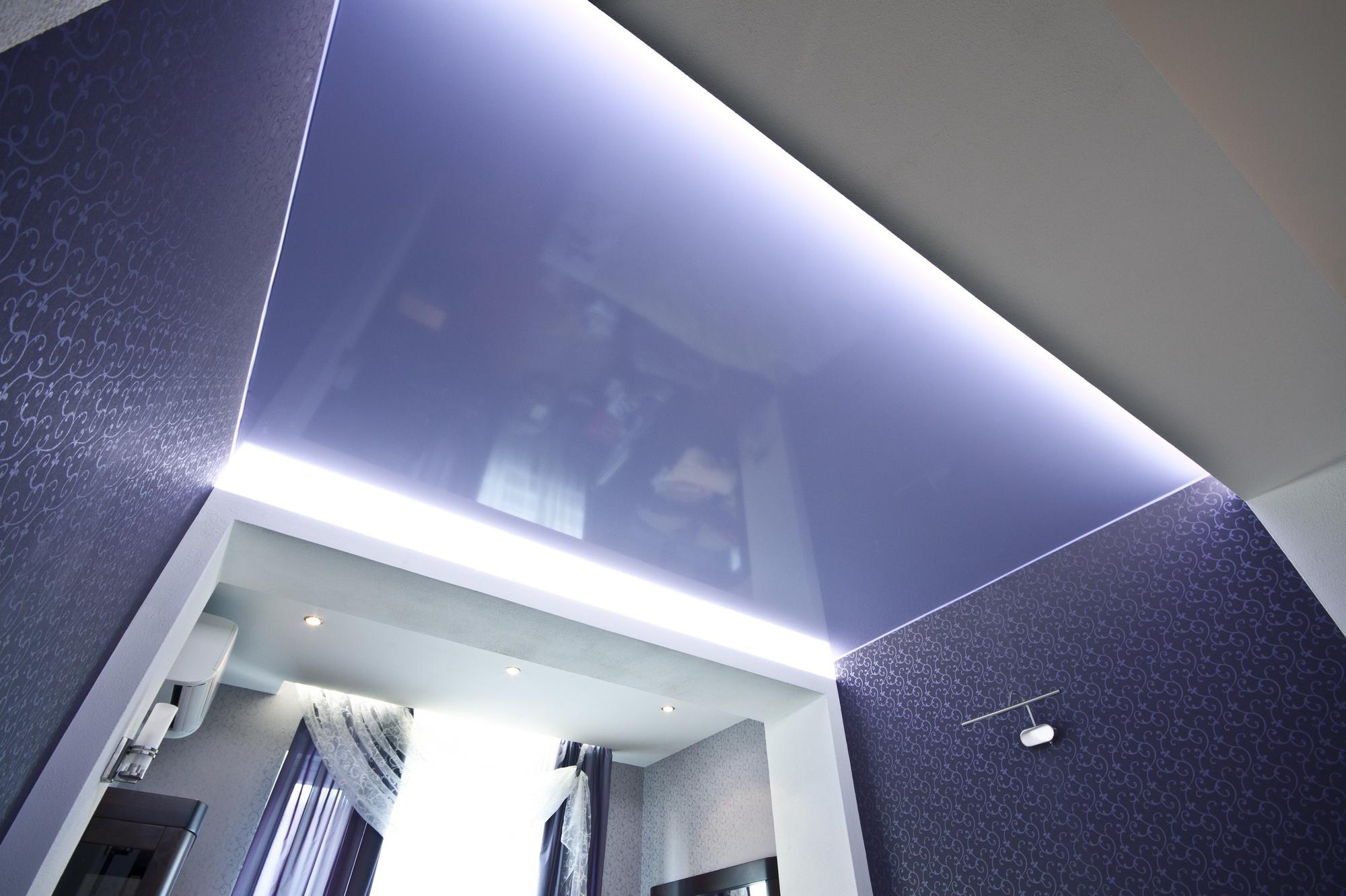 Фото натяжных потолков одноцветных в комнате